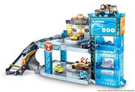 Disney Pixar Cars Florida 500 Racing Garage with Lightning McQueen Toy Car