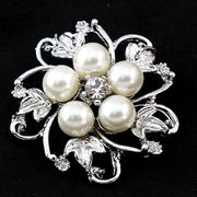 Silver Tone Faux Pearl Broach + Free p&p