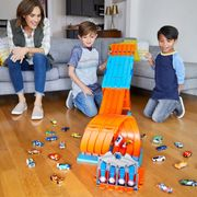 Cheap Hot Wheels Track Builder System Race Crate - Save £10