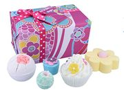 Bomb Cosmetics Flower to the People Handmade Wrapped Gift Pack 520g