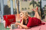 £20 off a 1950s make up session